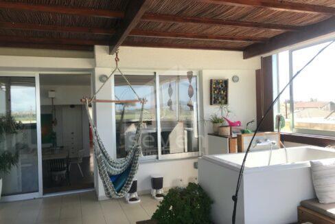 veranda towards living room